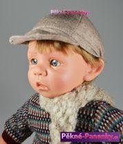 Realistický chlapeček šklebík s šálou 38cm