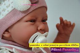 Realistické miminko Antonio Juan® Carla s bryndáčkem 40 cm