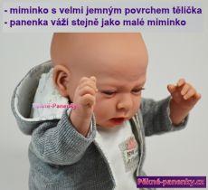 luxusní látková panenka miminko, která váží jako reálné malé miminko